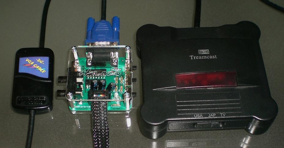Größenvergleich: Links irgendein VGA Kabel (Herstleller unbekannt), mitte Hanzo, rechts Treamcast VGA Box.
